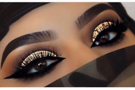 Inspirational Dramatic Eye Makeup look to Wear with a Face Mask