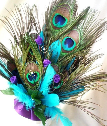 Peacock Feathers Make Up this Unique Cake Topper