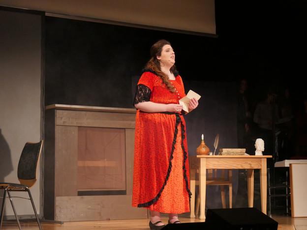 Alena Neubert als Polly