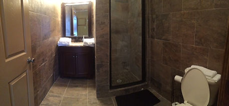 Full bathroom, queen sized room, at Thompson Hunting Lodge