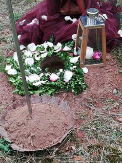 cérémonie funéraire en forêt