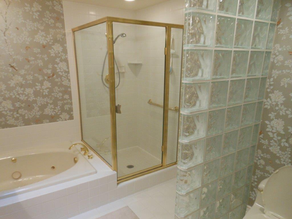 master bathroom before 1