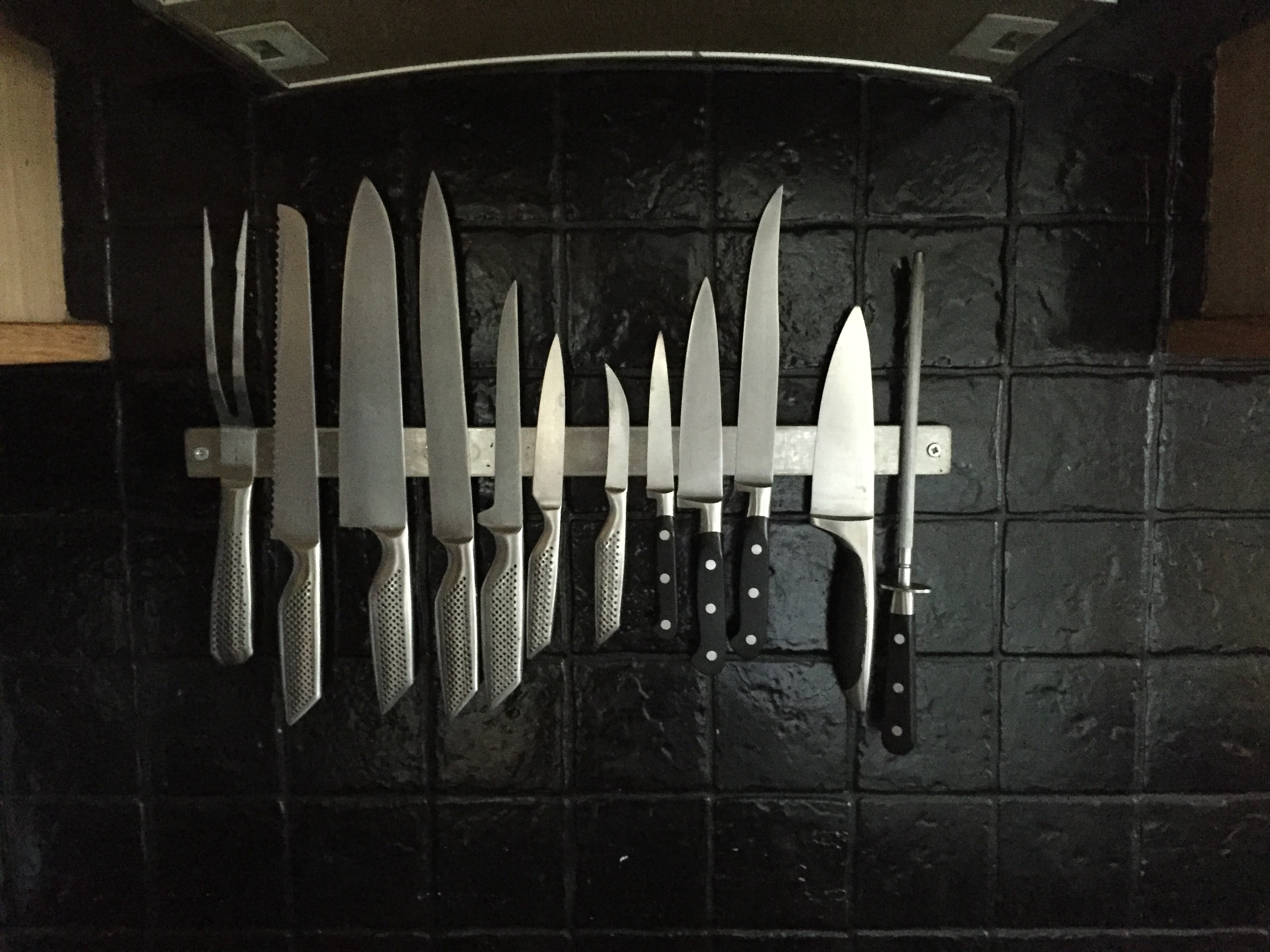 Magnetic knife strip