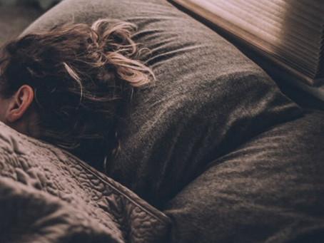 Ώρες ύπνου στη μέση ηλικία: Πώς σχετίζονται με την άνοια
