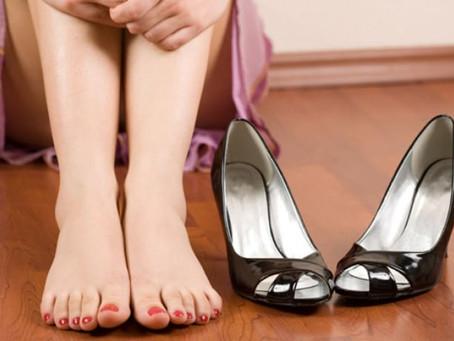 Πρησμένα πόδια με πόνο: Πώς να προστατεύσετε τις φλέβες σας