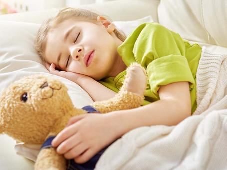 Η ωραία συνήθεια που βοηθά τα παιδιά να κοιμούνται περισσότερο
