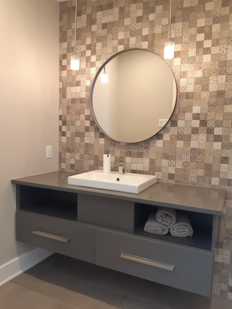 miroir et éclairage salle de bain