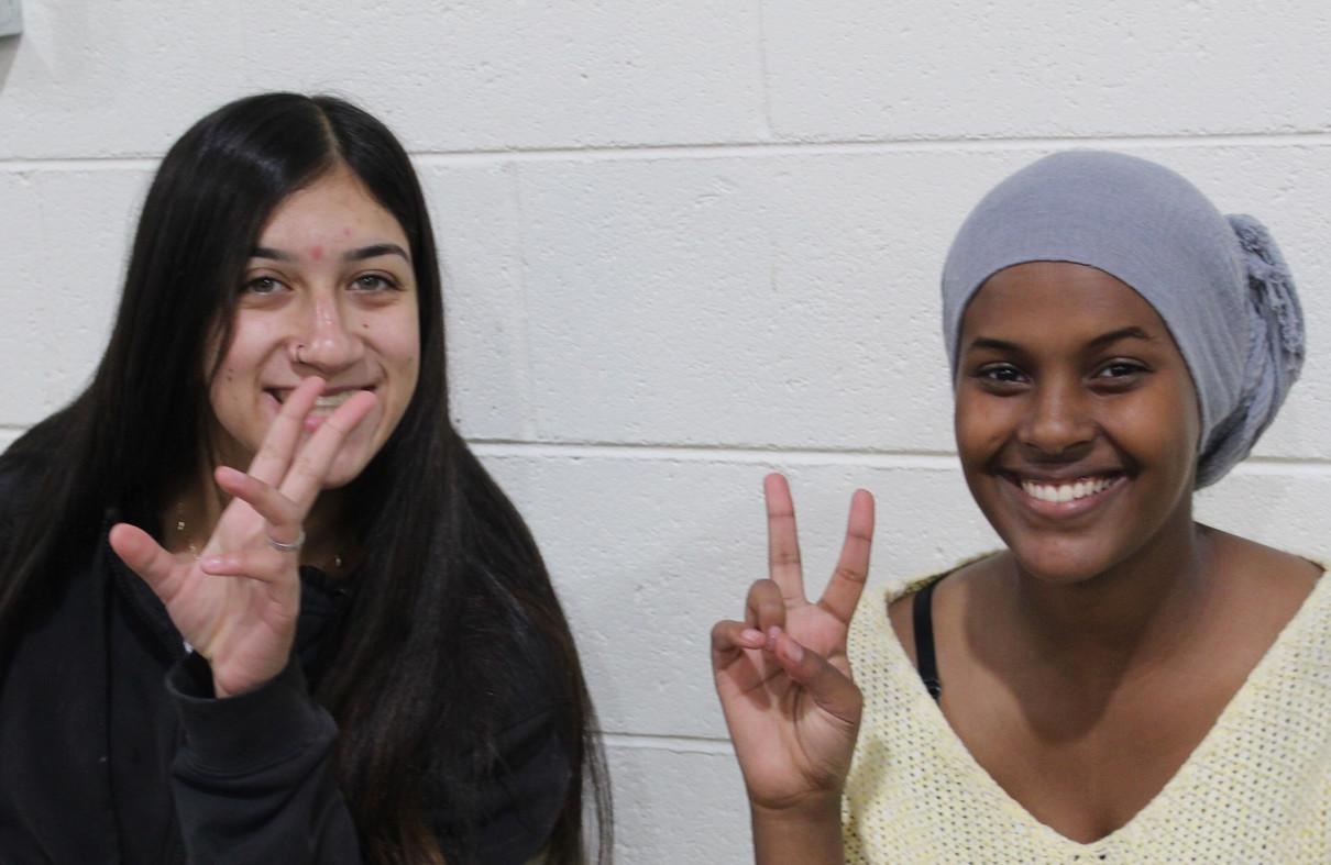 girls peace.jpg