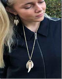 guld-m-sort-smykker-2.png
