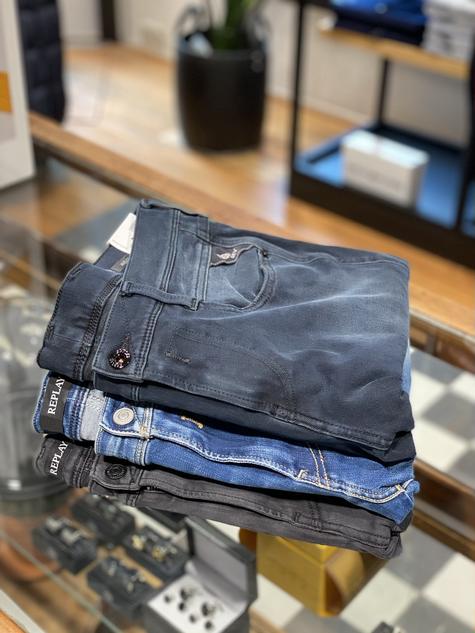 380. Replay jeans, van boven naar beneden: €189,95, €159,95, €169,95