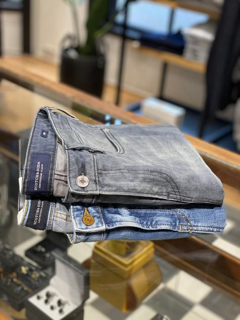 389. Scotch&Soda jeans grijs €129,95, blauw €119,95