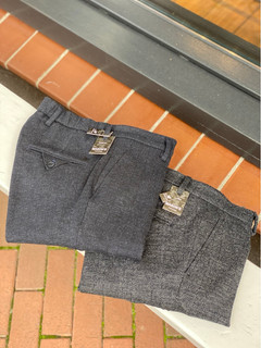 Mason's chino links €179,95 , rechts €199,95