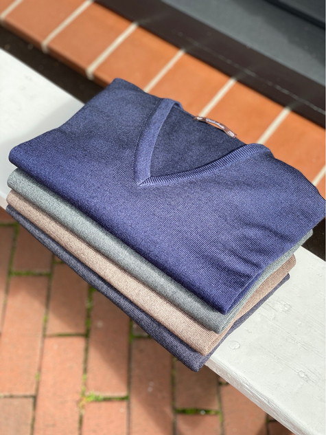 418. Viadeste pullover V-hals €139,95