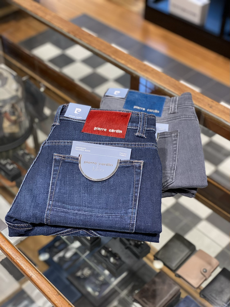 377. Pierre Cardin jeans €149,95