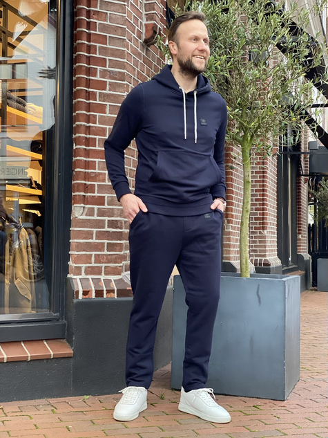 399. Strellson hoodie €139,95 / sweatpant €109,95