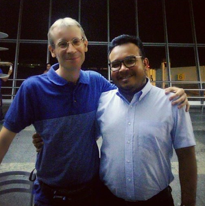 Padre Davide com pe Paulo Vitor, juntos trabalhavam na mesma paróquia - arquivo pessoal Pe Paulo
