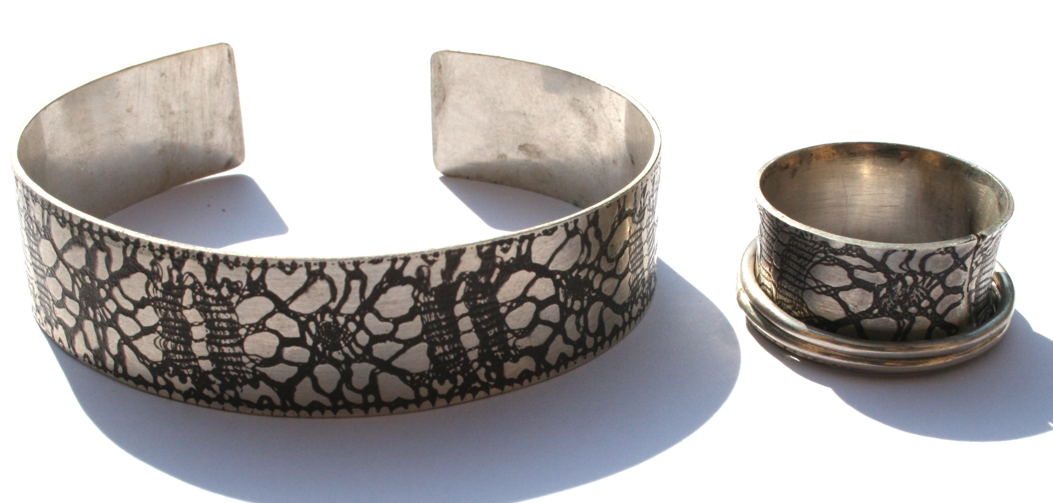 Patterend bangle (and spinning ring)