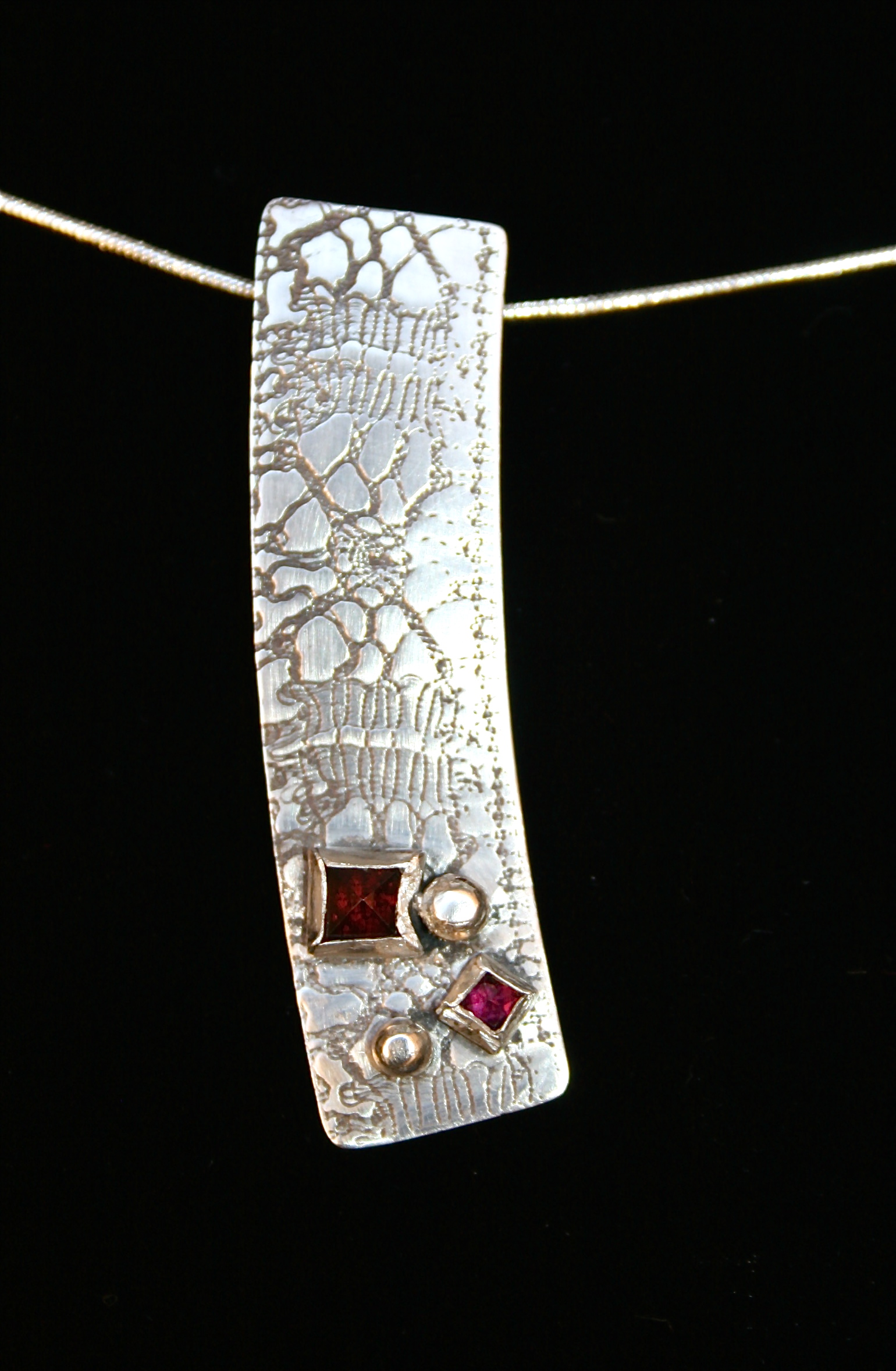 Silver pattern pendant with stones