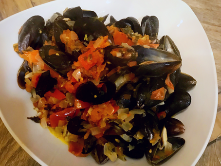 Mussels Steamed in Tomato and Wine Sauce