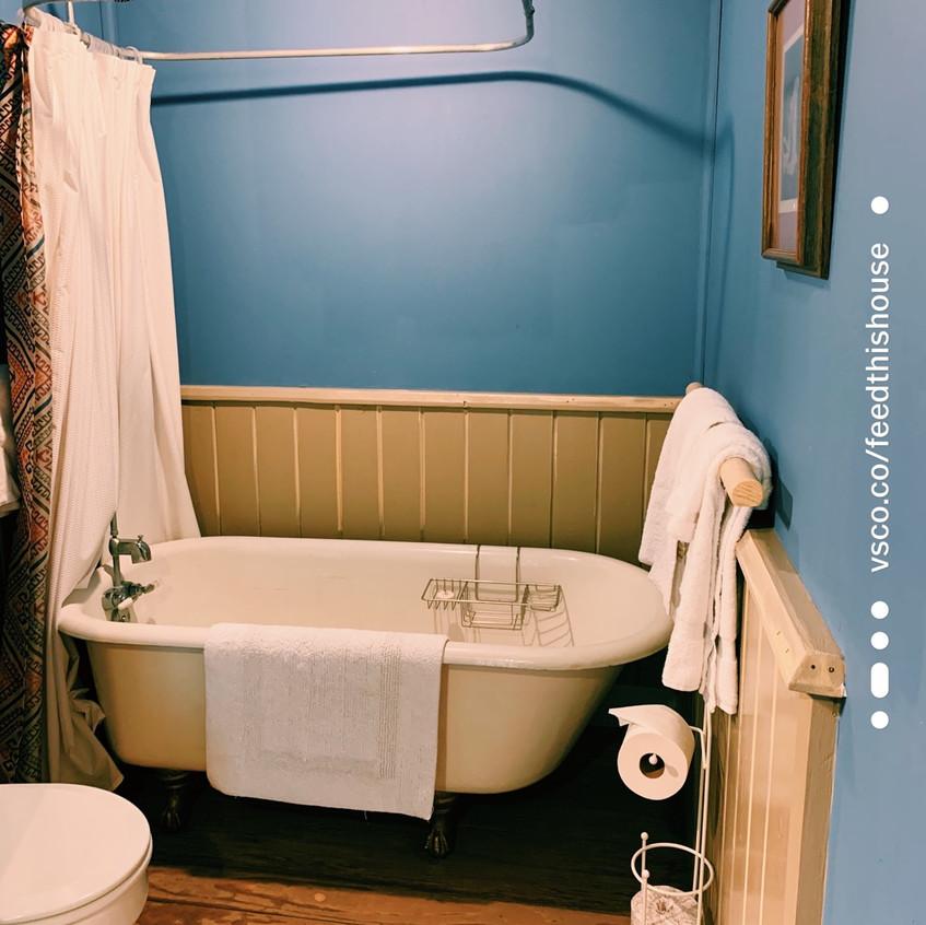 Tankoaw room bath