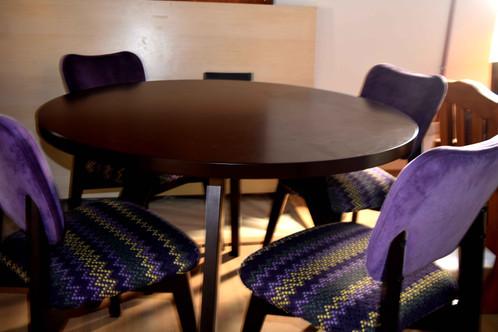 Mesa de Comedor Redonda - 4 Sillas - Estilo Nordico