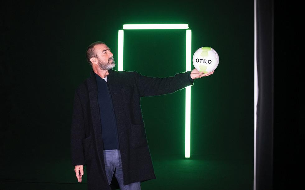 Eric Cantona on set for OTRO (photo by G
