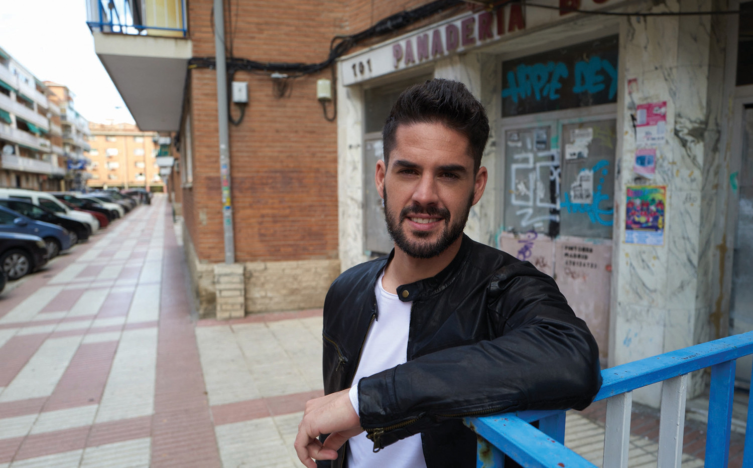 Isco on set for OTRO (photo by Greg Will