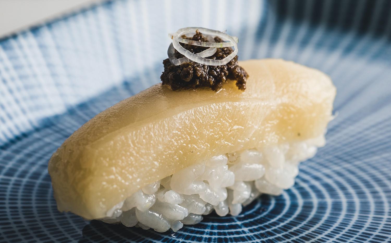 Butterfish nigiri with white truffle (3)
