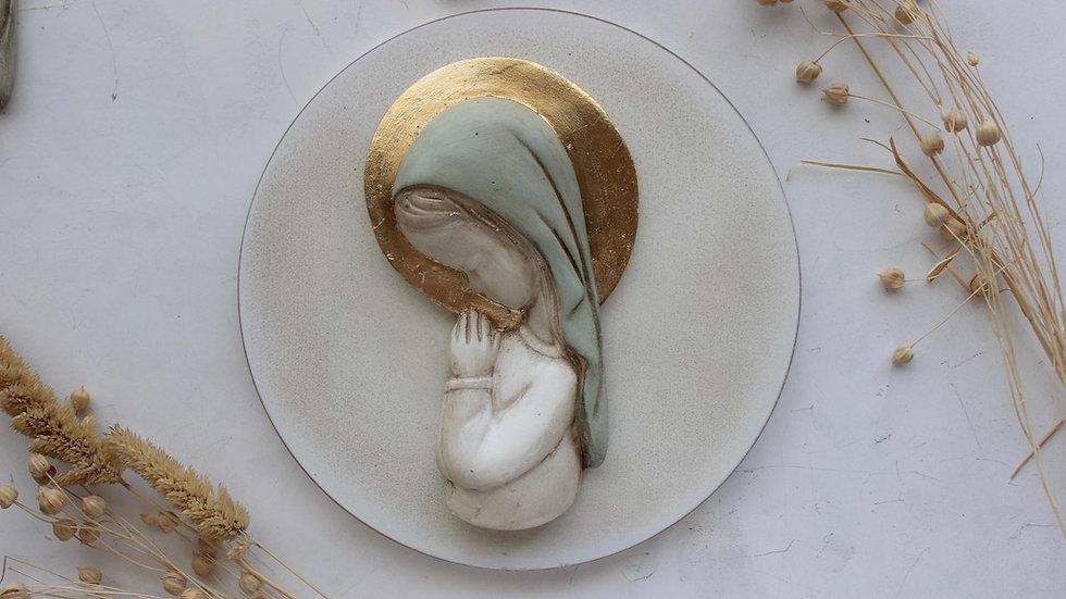 Virgen niña verde con corona en pan de oro