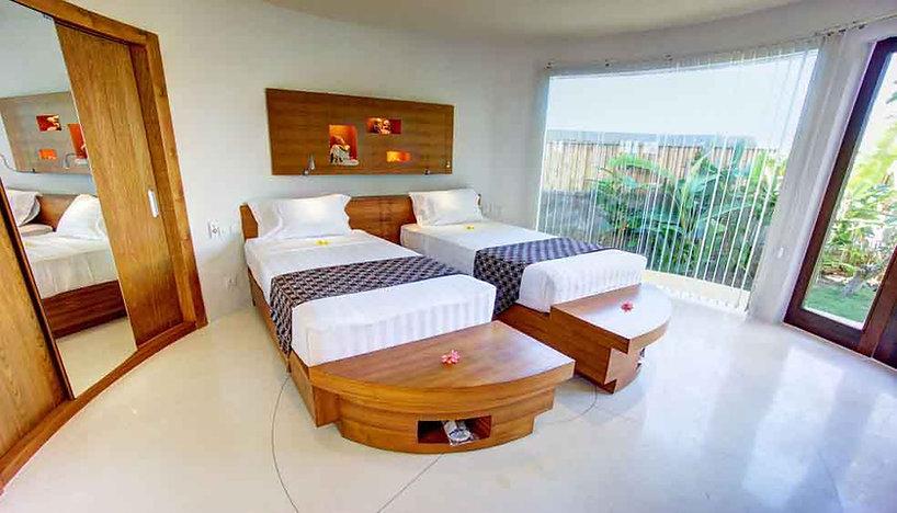 Hotel-bedroom-2-beds-1_b437122a9e3a6610c