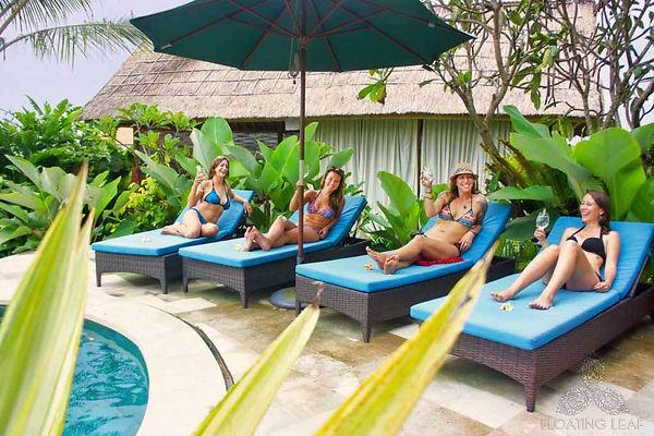 girls-drinks-hotel-pool-1024x683_1fad168