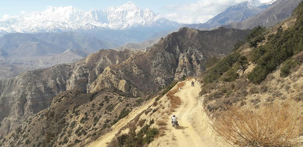 uppermustang  mountains road