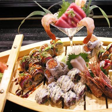 Combination sushi platter P7241941 roll