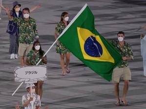 Delegação do Brasil desfila de havaianas na abertura das Olimpíadas e viraliza na web; confira