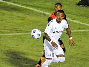 Vitória joga mal, perde para o Grêmio por 3 a 0 e se complica na Copa do Brasil