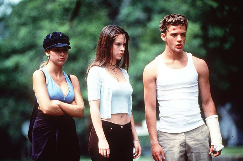 """Sarah Michelle Gellar, Jennifer Love Hewitt, and Ryan Phillippe in 1998's """"I Know What You Did Last"""
