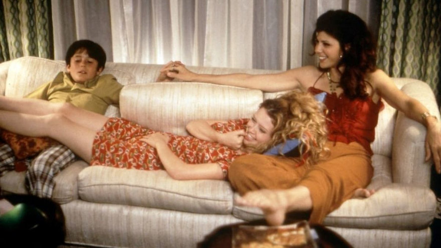 "Natasha Lyonne and Marisa Tomei in 1998's ""Slums of Beverly Hills."""
