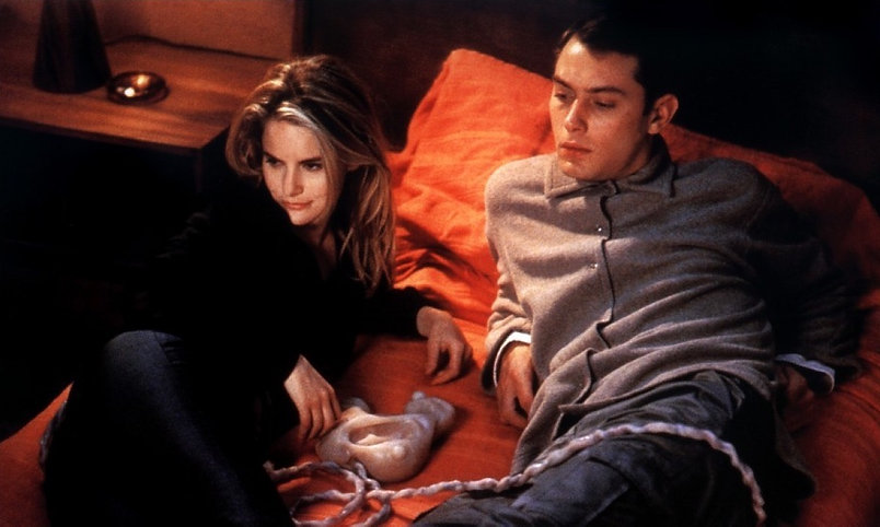 """Jude Law and Jennifer Jason Leigh in 1999's """"eXistenZ."""""""