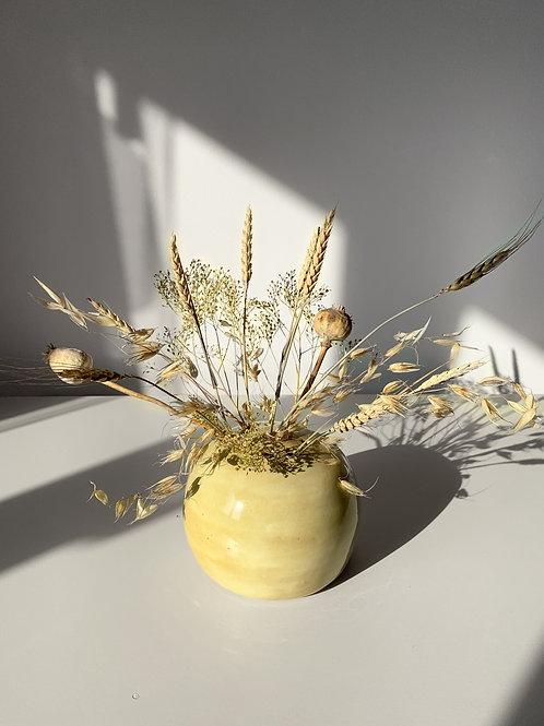 Sphere met droogbloemen