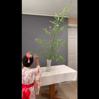 By Aya, Ken and Reiko Kagawa (Massachusetts, USA). Sogetsu ceramic vase, bamboo, paper.