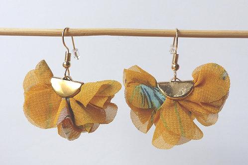 Boucles d'oreille fleur de mousseline jaunes - crochet