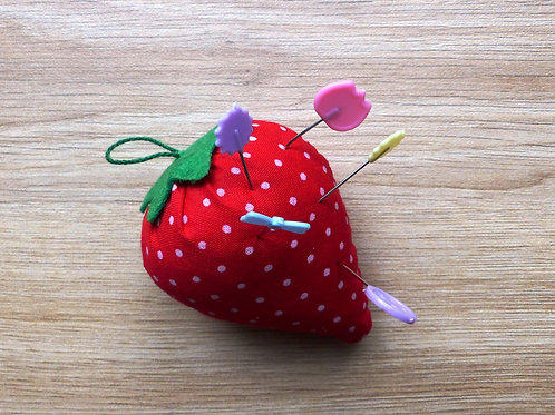 Coussin à épingles fraise