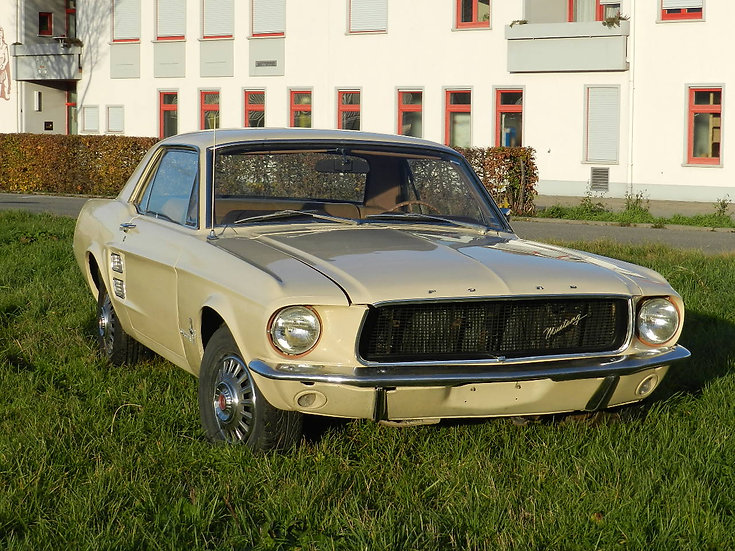 Ford Mustang Hardtop V8 mit DeLuxe Ausstattung 1967