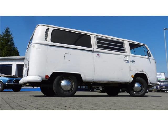 """1968 Volkswagen T2 a """"Bay Window"""""""