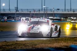 Porsche on track_