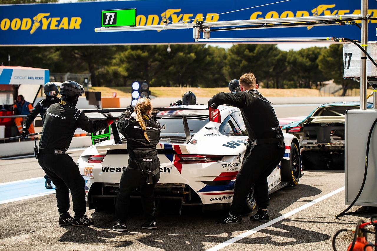 Pit Crew fueling up the Porsche.