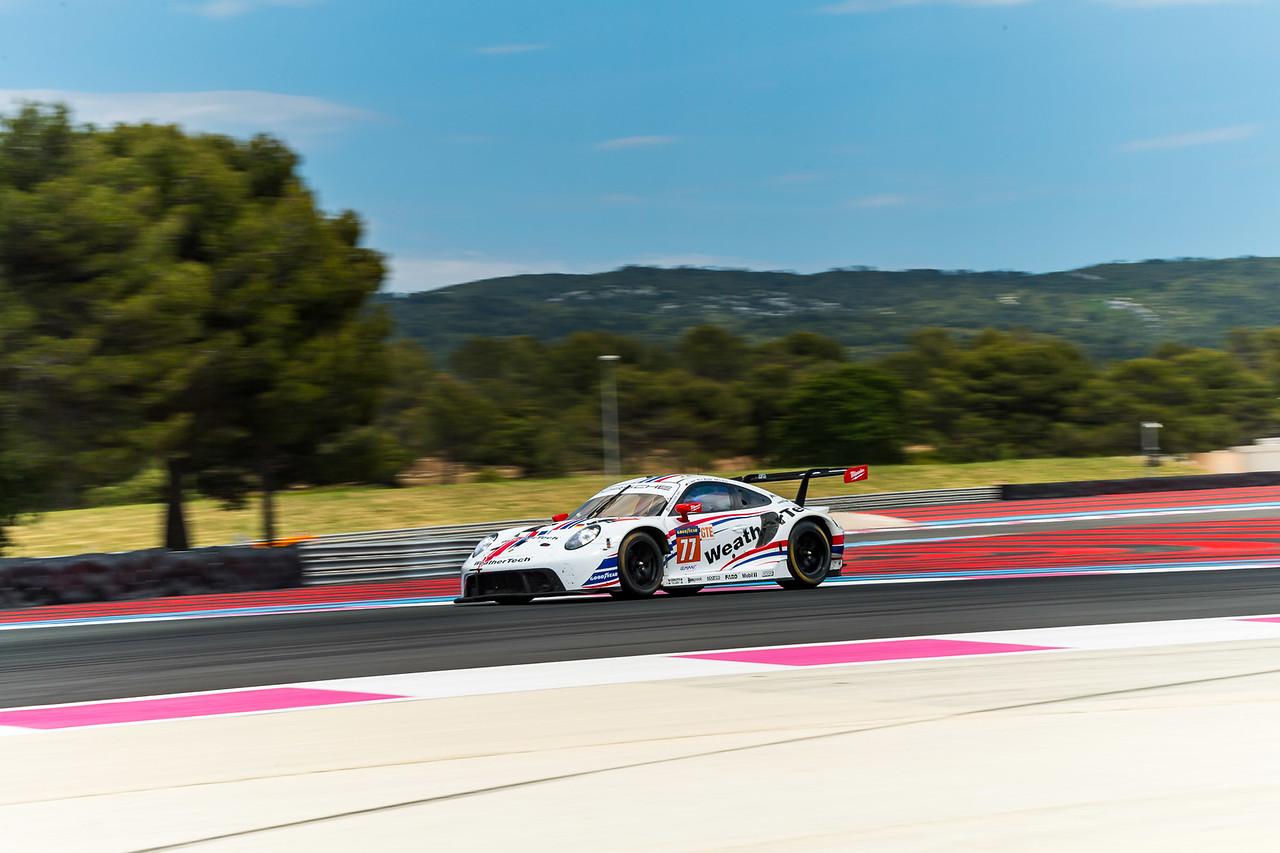 Porsche taking off on a straight away.
