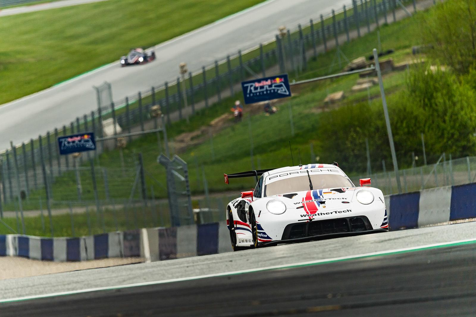 Porsche rounding another turn.