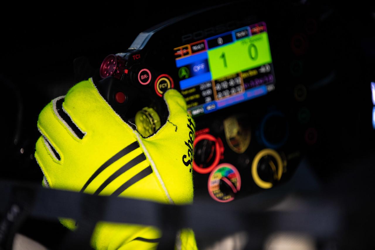 Steering wheel of the Porsche.