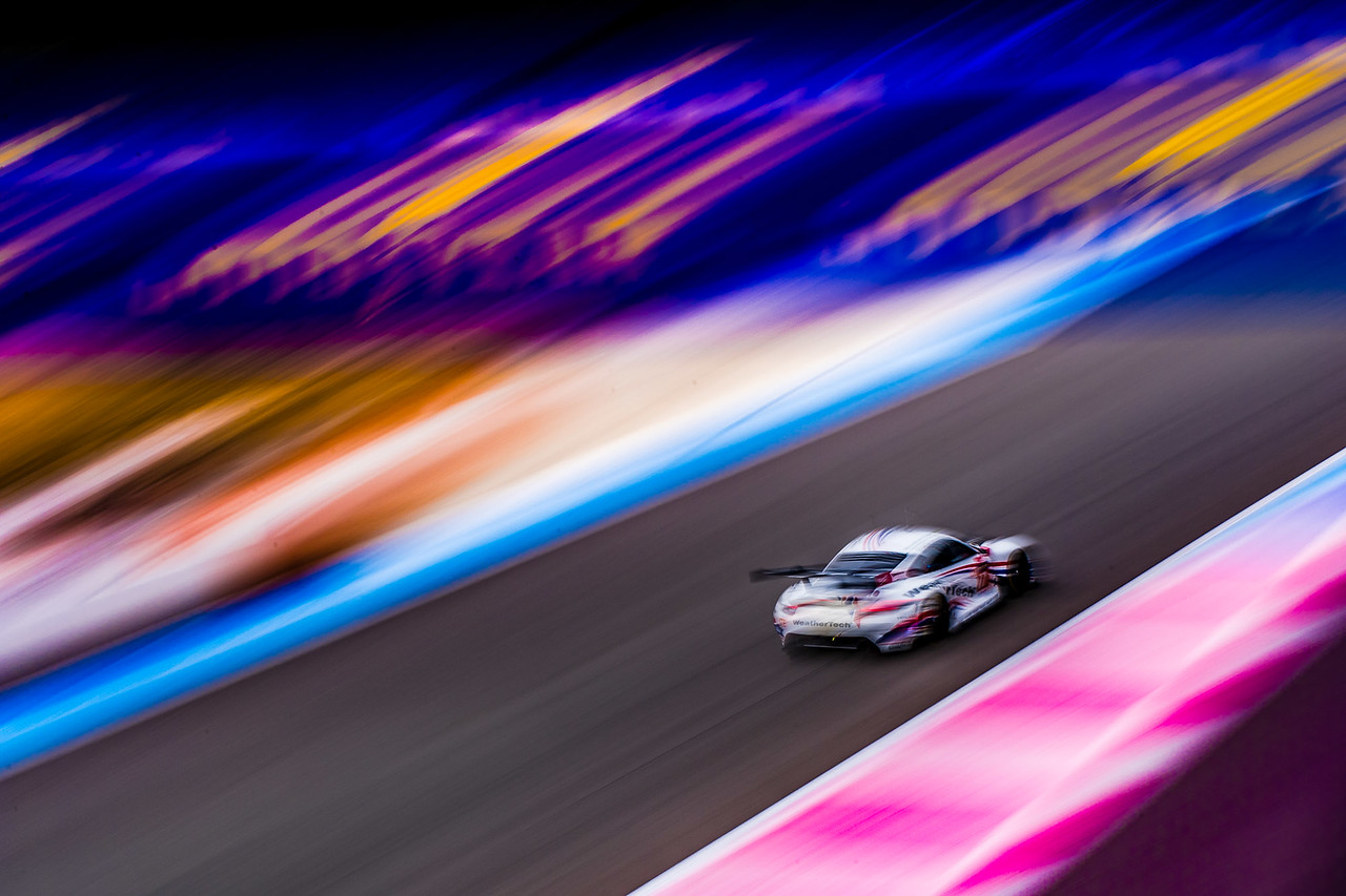 Artistic shot of the Porsche racing.